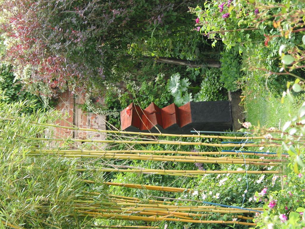 gelber Bambus, Holzskulptur
