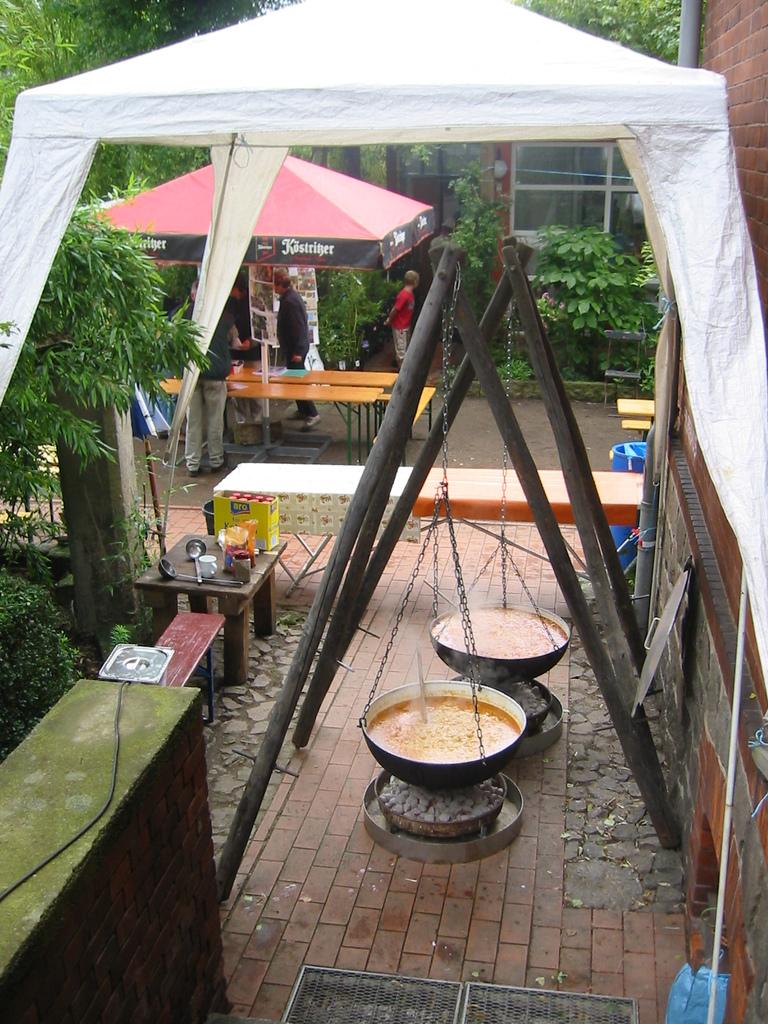 Bambusfest: Die Suppenküche kurz vor dem großen Ansturm.