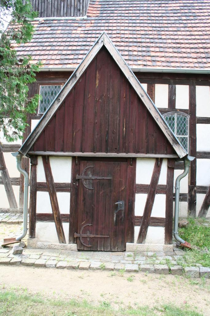 Juli 2014: Kirche in Kauxdorf (Pfarramt Saxdorf)