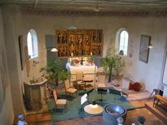 Altarbereich der Kirche (in einer Konzertpause)