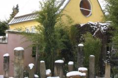 Sandsteine vor der Galerie