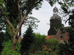 Durchblick zur Kirche