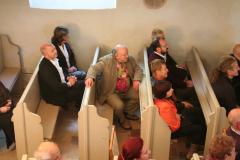 75. Geburtstag Hanspeter Bethke Erwartungsfroh der Jubilar im Kreise seiner Gäste.