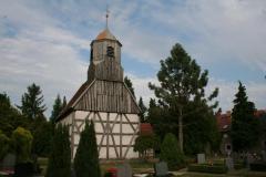 Juli 2014: Friedhof in Kauxdorf mit Saxdorfer Gehölzen